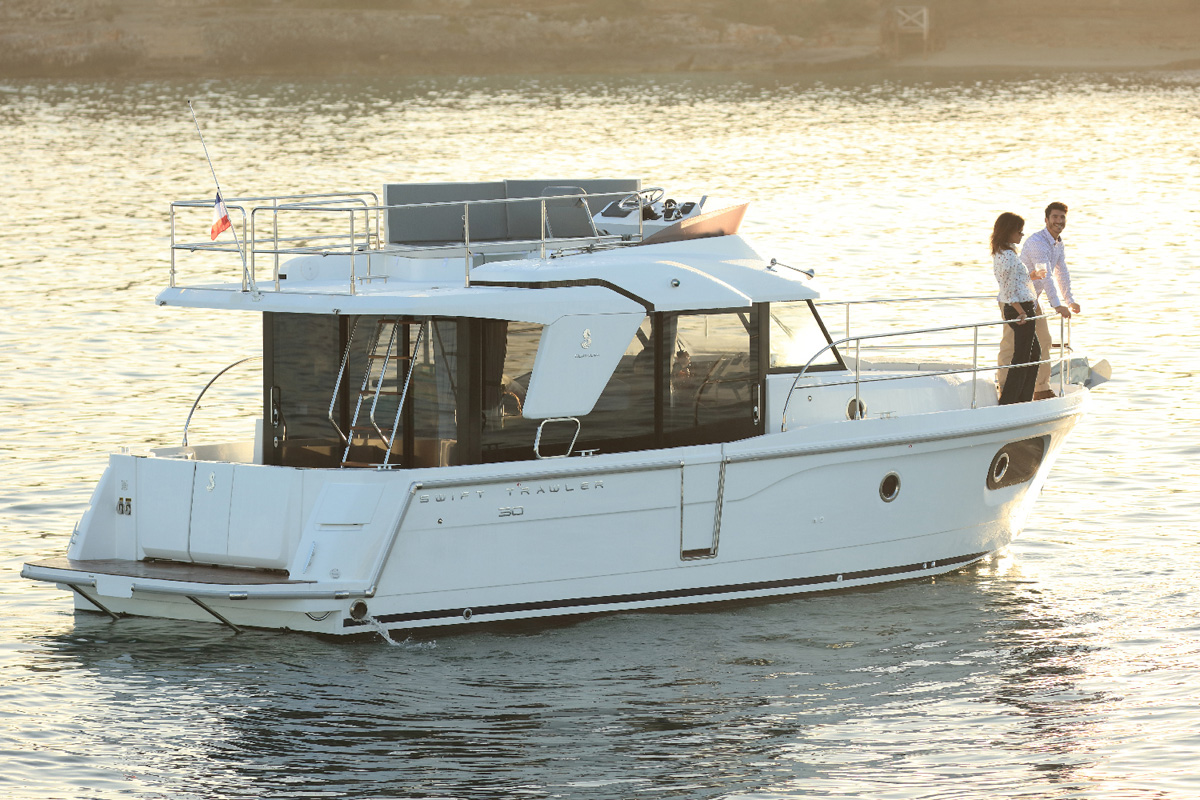 Beneteau Swift Trawler 30 — Exterior Design