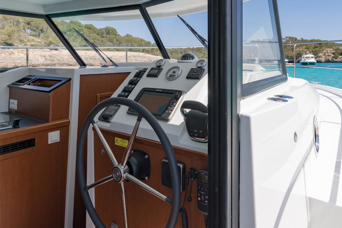 Beneteau Swift Trawler 30 — Swift and Smart