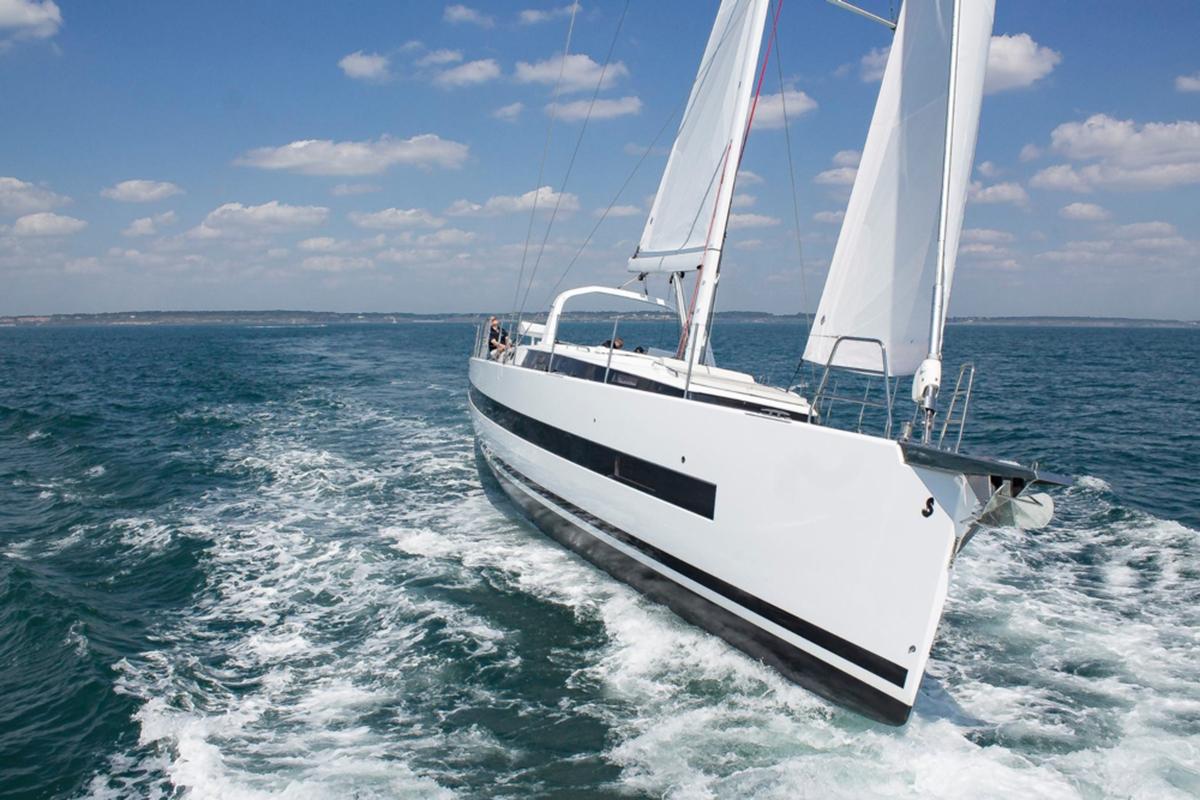 Beneteau Oceanis 62 — Exterior Design