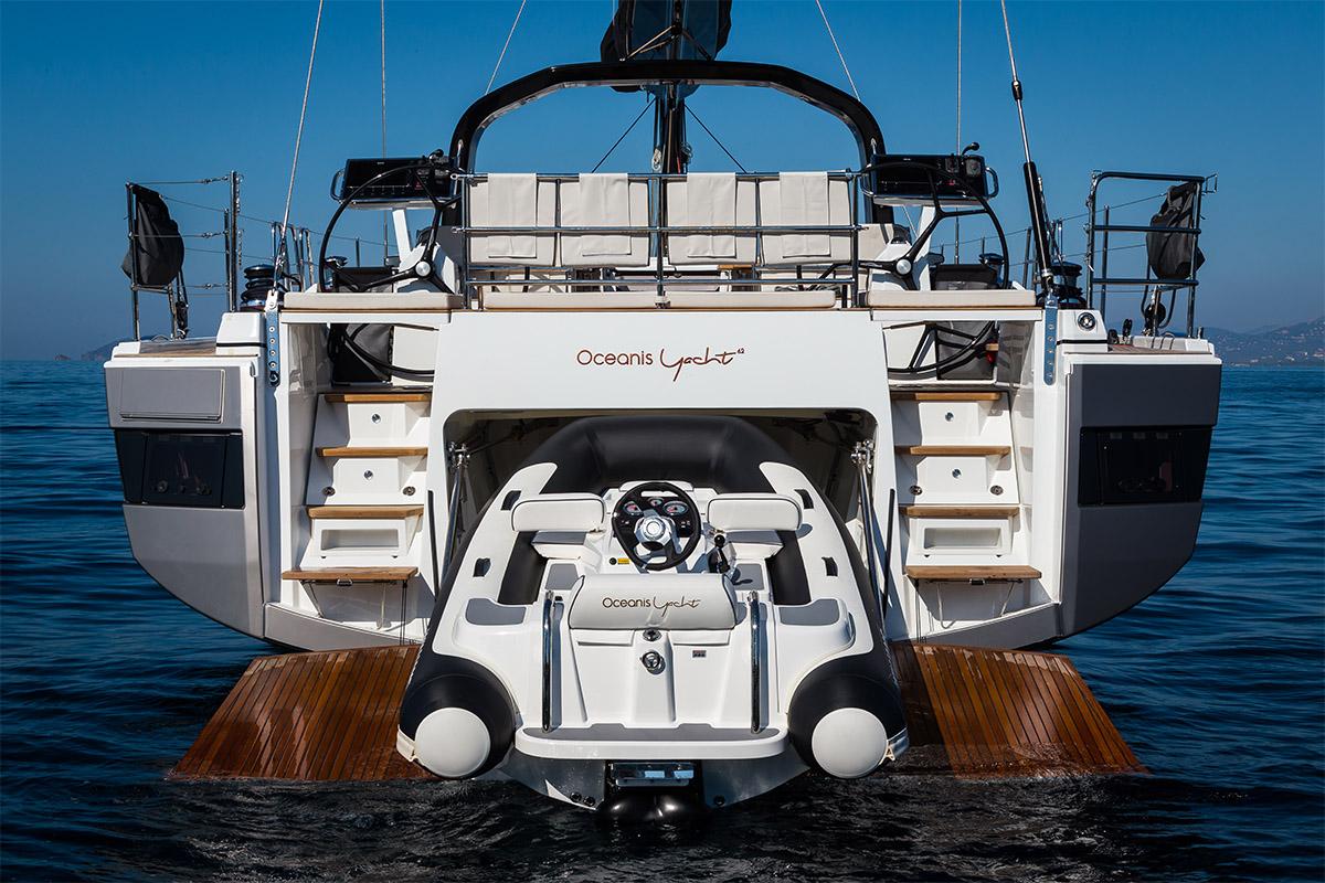 Beneteau Oceanis 62 — Tender Storage