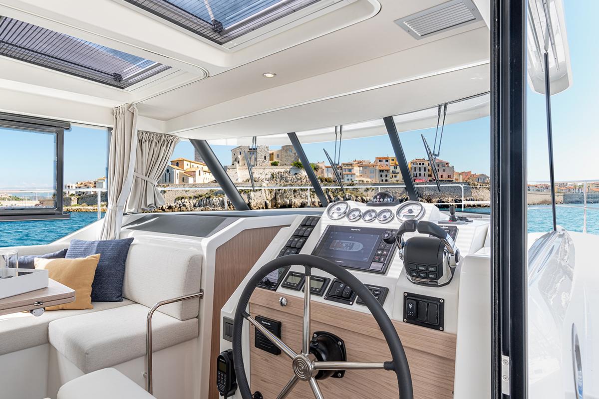 Beneteau Swift Trawler 41 —  Helm Station