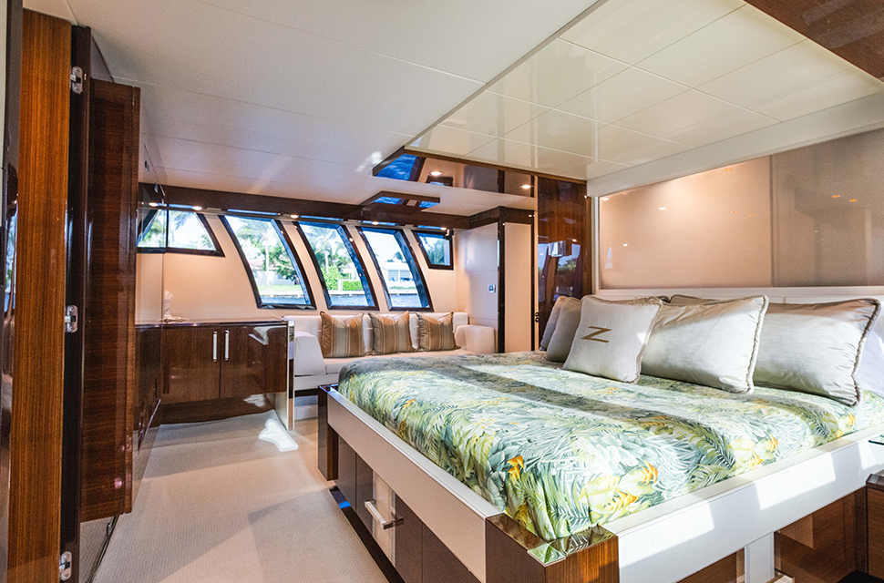 Luxury Yacht Charter: 92' Lazzara 2012 | HELIOS - photo 4
